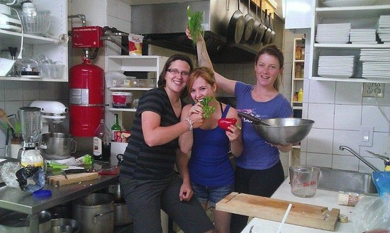 Auberge Le Madrigal: L'équipe en cuisine!