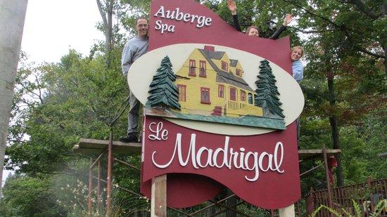 Auberge Le Madrigal : Nous avons changé la pancarte!