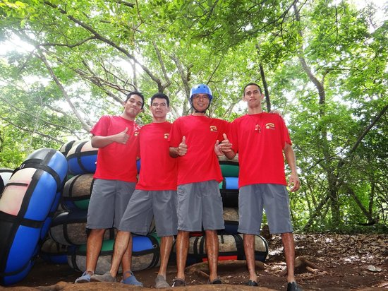 Hacienda Guachipelin: tour staff ready for white water tubing