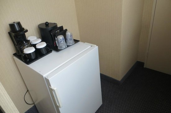 BEST WESTERN Roehampton Hotel & Suites : Mini bar e cafeteira