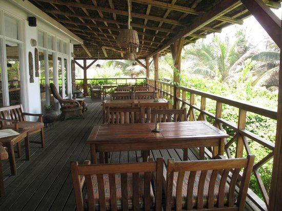 Best Western Plus Accra Beach Hotel: Another shot of the patio