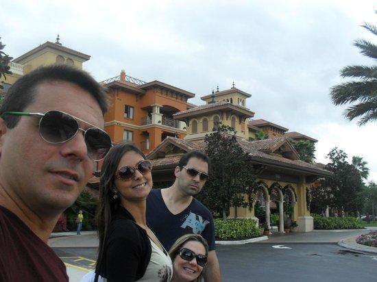 Wyndham Grand Orlando Resort Bonnet Creek: Eu, minha esposa, meu cunhado e minha irmã.