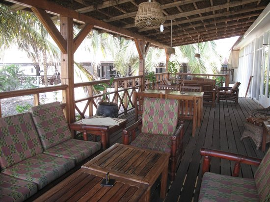 Best Western Plus Accra Beach Hotel: Patio off of main lobby - nice for a drink or meal