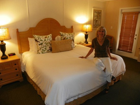 Inn On The Lakes : Chrisy checking the softness of our perfect king bed.