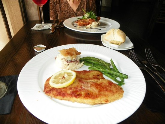 Inn On The Lakes: Our fabulous Tilapia and Chicken breast dinners.