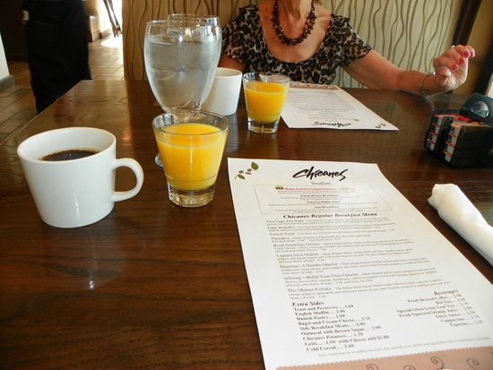 Inn On The Lakes: Excellent breakfast service..