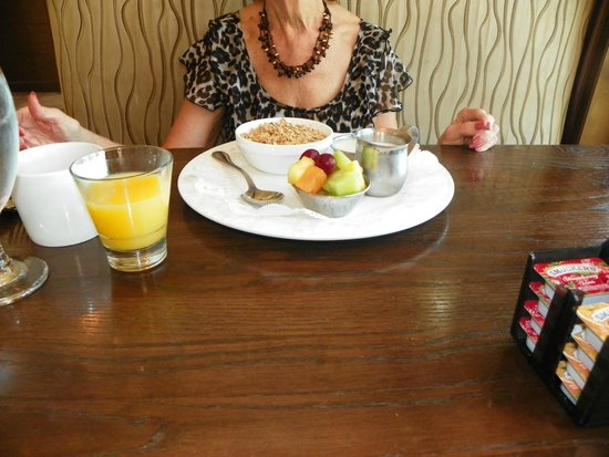 Inn On The Lakes: Chrisy's breakfast with fruit..