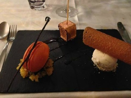LE SABAYON : macaron chamallow grillé et glace au chocolat blanc avec sucre pétillant