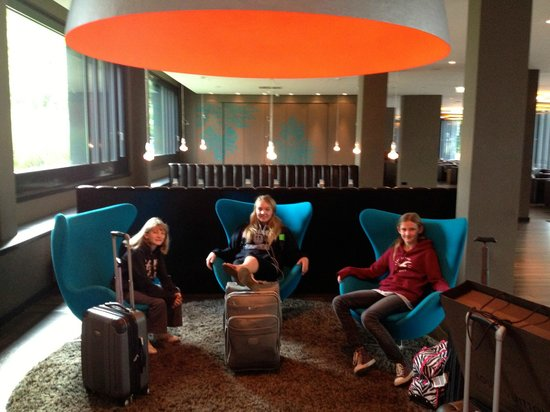 Motel One Muenchen-Sendl. Tor: Check in at Motel One