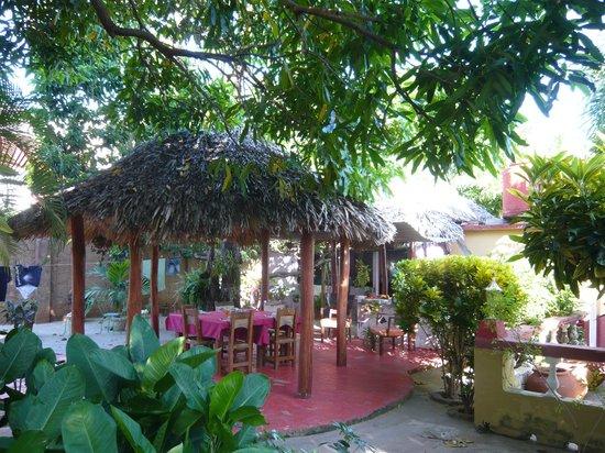 Hostal Ida: Le patio et l'espace repas