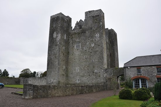 Barryscourt Castle : From the front