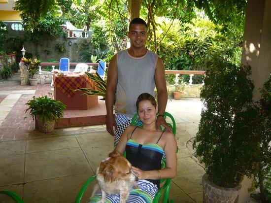 Hostal Ida: Les hôtes et leur chien
