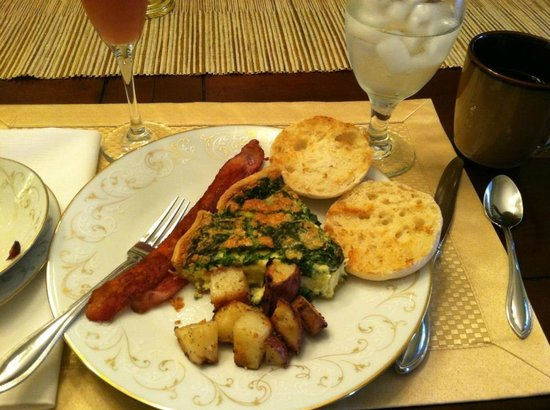 Hawthorne Park Bed and Breakfast : Spinach and Swiss Quiche!!