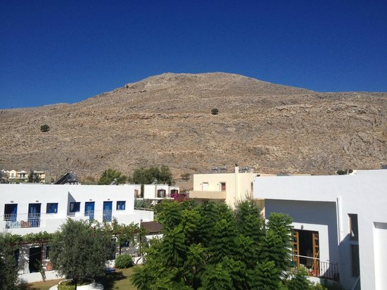 Lindos Athena Hotel: Krana Hill behind the Athena, it IS possible to climb it!!