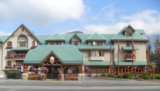 Banff Caribou Lodge & Spa: Front of Hotel