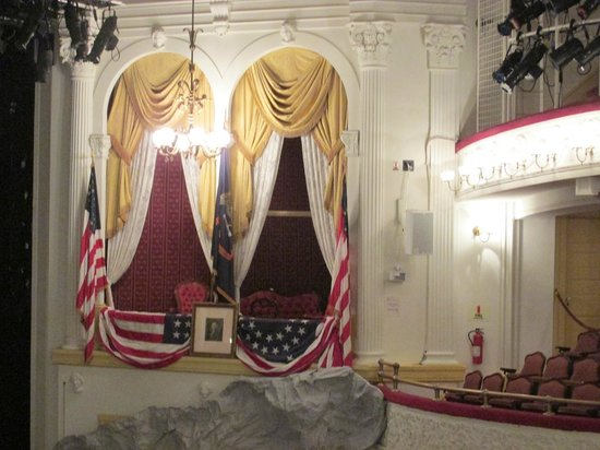 The balcony where president lincoln was shot picture of for Open balcony in a theatre