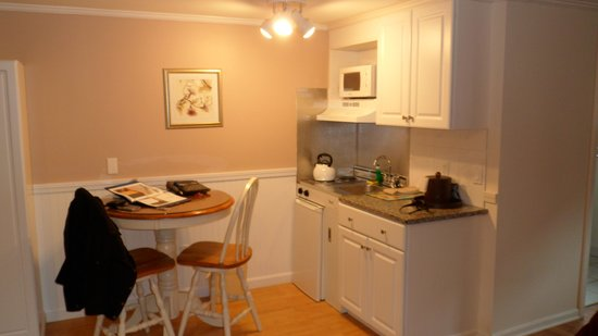 SeaCoast Inn : Kitchenette