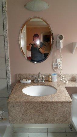 SeaCoast Inn: Bathroom