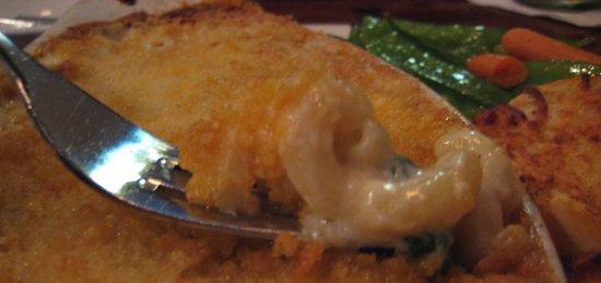 The Yankee Rebel Tavern: Gouda Mac & Cheese (you can see the spinach)