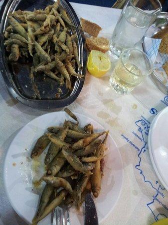 Trehantiri Taverna: Pesciolini freschi fritti...
