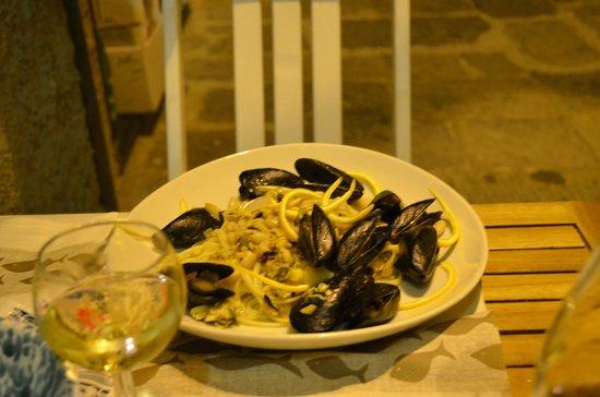 Portivene  Un Mare di Sapori : Linguine alle cozze, cannellini, cipolla, scorze d'arancia e martini rosso