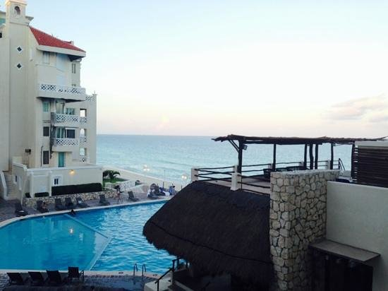 Bsea Cancun Plaza: taken from the patio that we shared with the next door unit