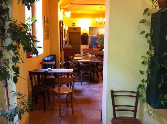 Hotel Azzi - Locanda degli Artisti : Ingresso sala colazione Hotel Azzi
