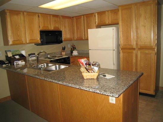 بارك بلازا ريزورت: Kitchen in Suite