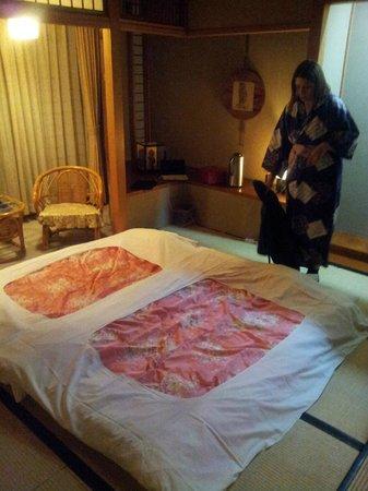 Sukeroku No Yado Sadachiyo : la camera con la yukata (veste da camera) che ti forniscono durante la permanenza