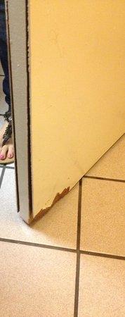 Days Inn San Antonio: Falling apart.