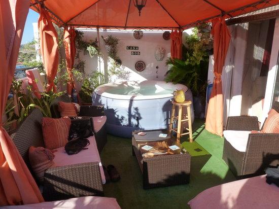 Casa Bob: Hot tub on the roof terrace, plus jug of sangria!