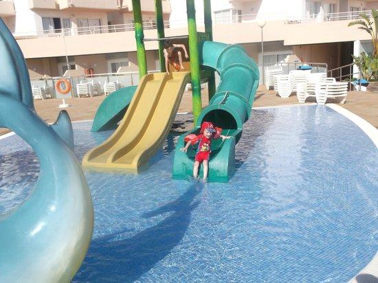 Playa Bella Apartamentos: kids loved the pool area