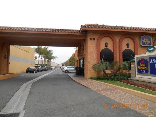 Best Western Plus Anaheim Inn : the entrance