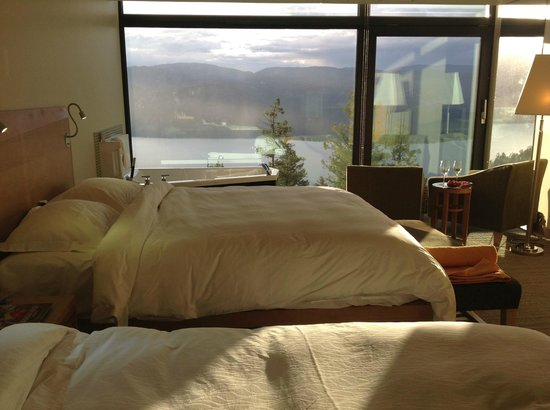 Sparkling Hill Resort: Room with lake view