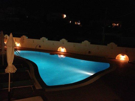 The Dahlia & Jasmine Collection by Angel Studios : piscina