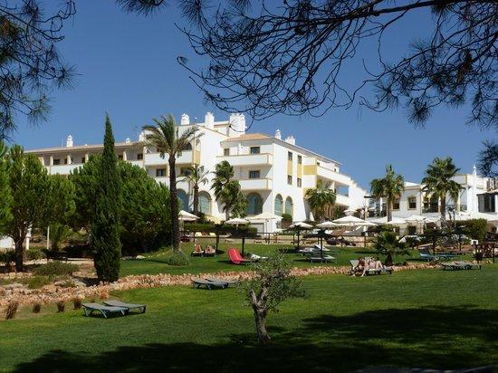 Vale d'El Rei Suite & Villas Hotel: Hotel & grounds