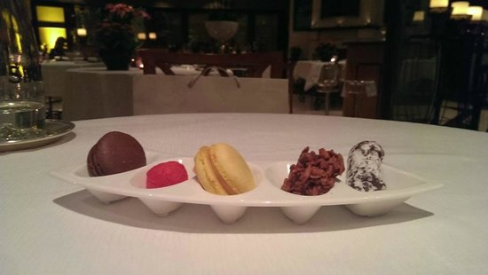 Seasons Restaurant: They brought me a few sweet bites even though I didn't order dessert. Mmmm.