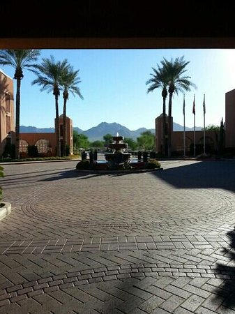 Scottsdale Marriott at McDowell Mountains: morning outside the front entrance...gorgeous