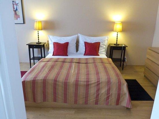 Hunger Wall Residence: Bedroom