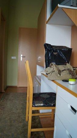 Hotel Sonne: liitle desk