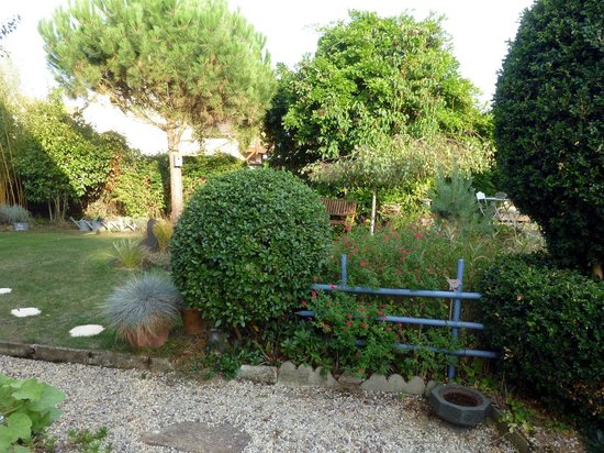 Salon priv picture of le jardin de catherine calvados for Les jardin de catherine