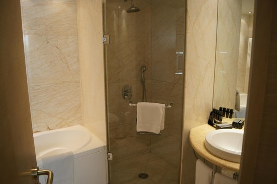 Melia Athens: Bathroom