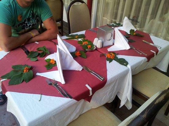 Nova Park Hotel: Tischdeko , jeden abend neu gestaltet !