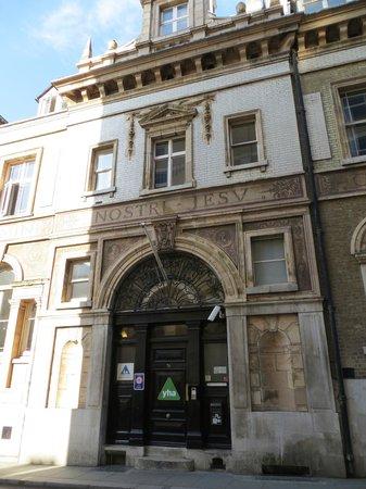 YHA London St Pauls: hostel entrance