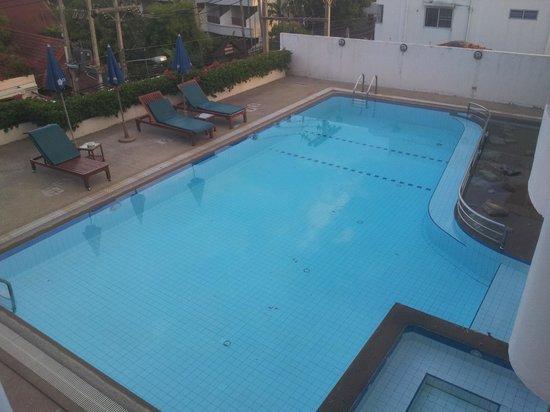 Chaba Samui Resort: Lake view wing pool