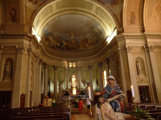 Hotel San Pietro: beautiful church with excellent concerts