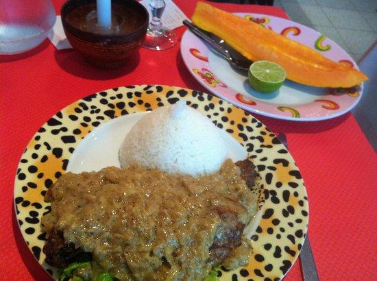 Le Nouveau Paris Dakar : Papaya w/ lime & Poulet Yassa