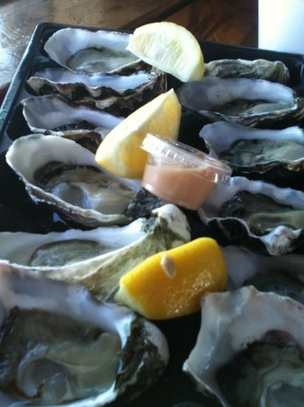 Skippers Floating Eatery: A Dozen oysters - very reasonable