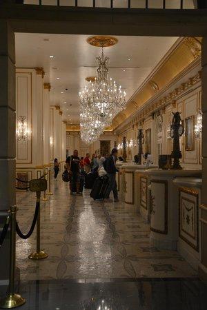 ปารีสลาสเวกัสโฮเต็ล: Check in and out lobby