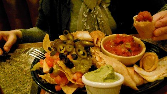 Horn's Gaslight Bar & Restaurant: Mexican Sampler Platter - huge, even for dinner!